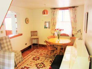 self-catering-dining-cottage-holiday